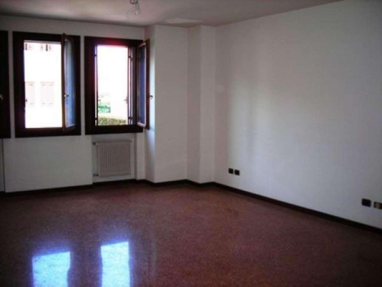 Appartamento in affitto a Castelfranco Veneto, 4 locali, prezzo € 750   CambioCasa.it