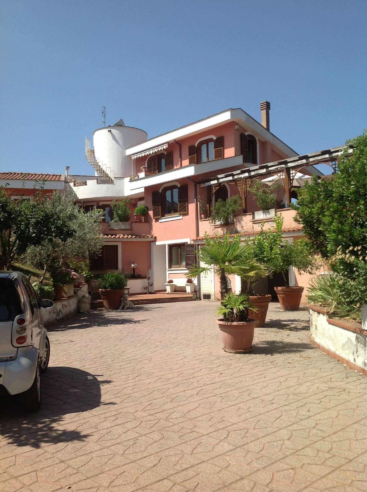 Villa in vendita a Rignano Flaminio, 15 locali, prezzo € 480.000 | Cambio Casa.it