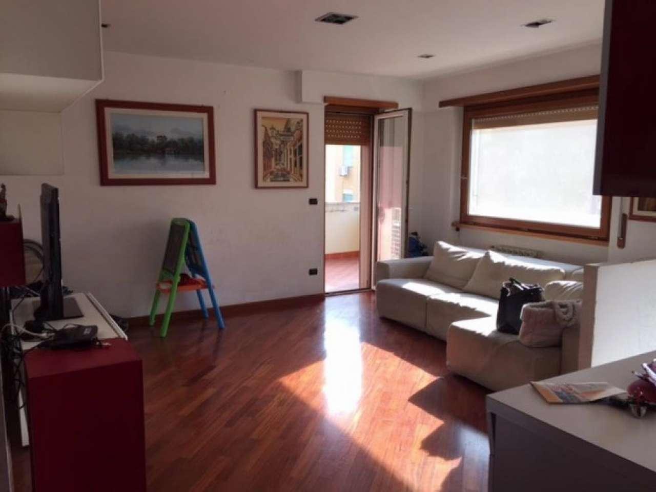 Appartamento in vendita 3 vani 65 mq.  via dei Velieri Roma