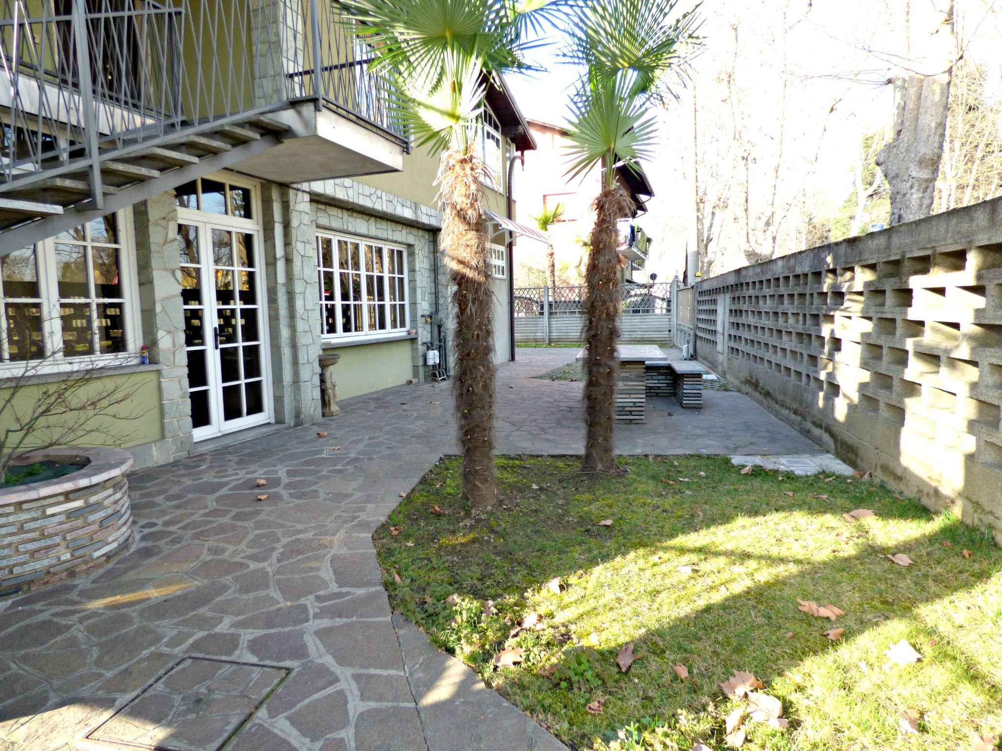 Villa in vendita a Limbiate, 8 locali, prezzo € 380.000 | CambioCasa.it