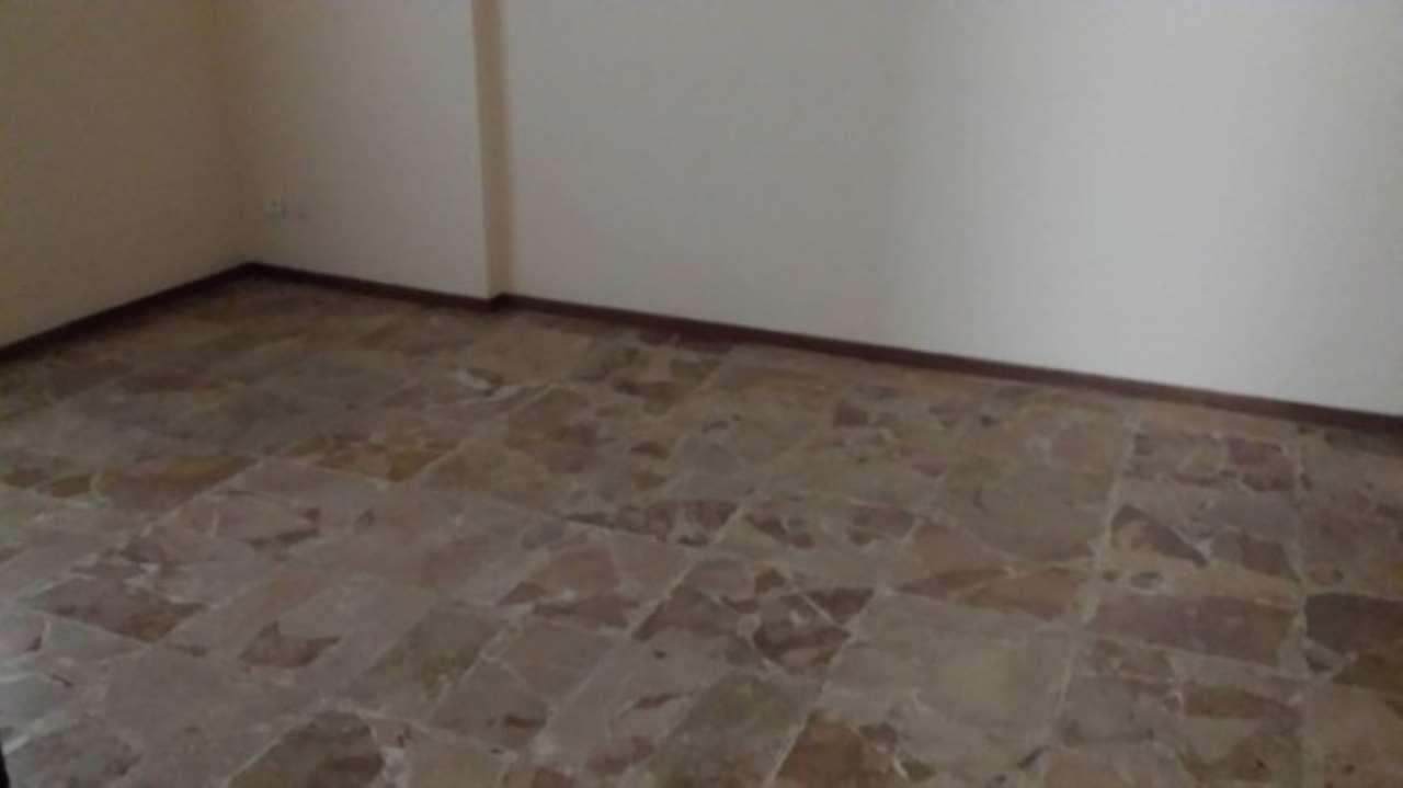 Appartamento in affitto a Novara, 2 locali, prezzo € 300 | Cambio Casa.it