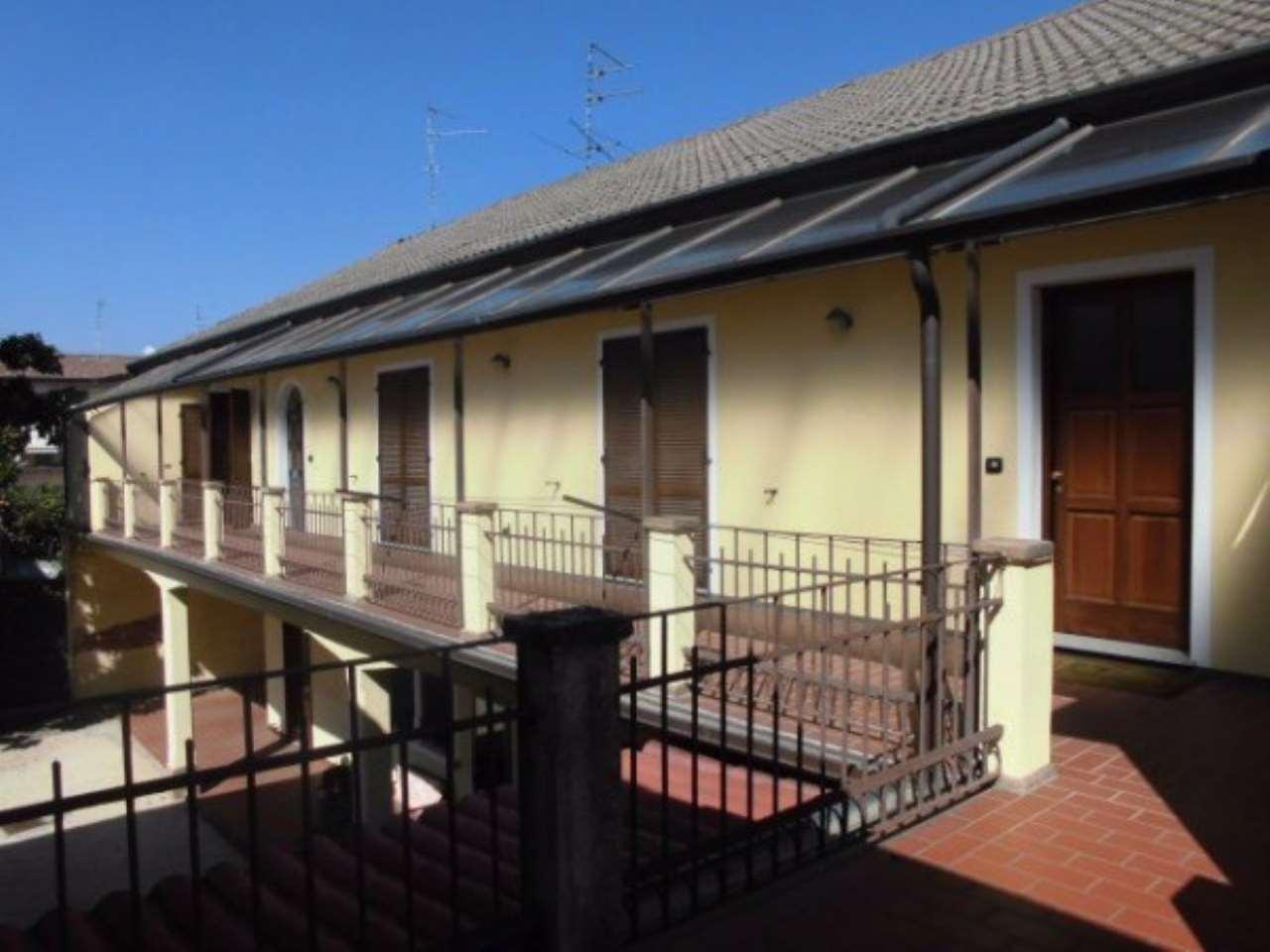 Villa in vendita a Biandrate, 6 locali, prezzo € 275.000 | Cambio Casa.it