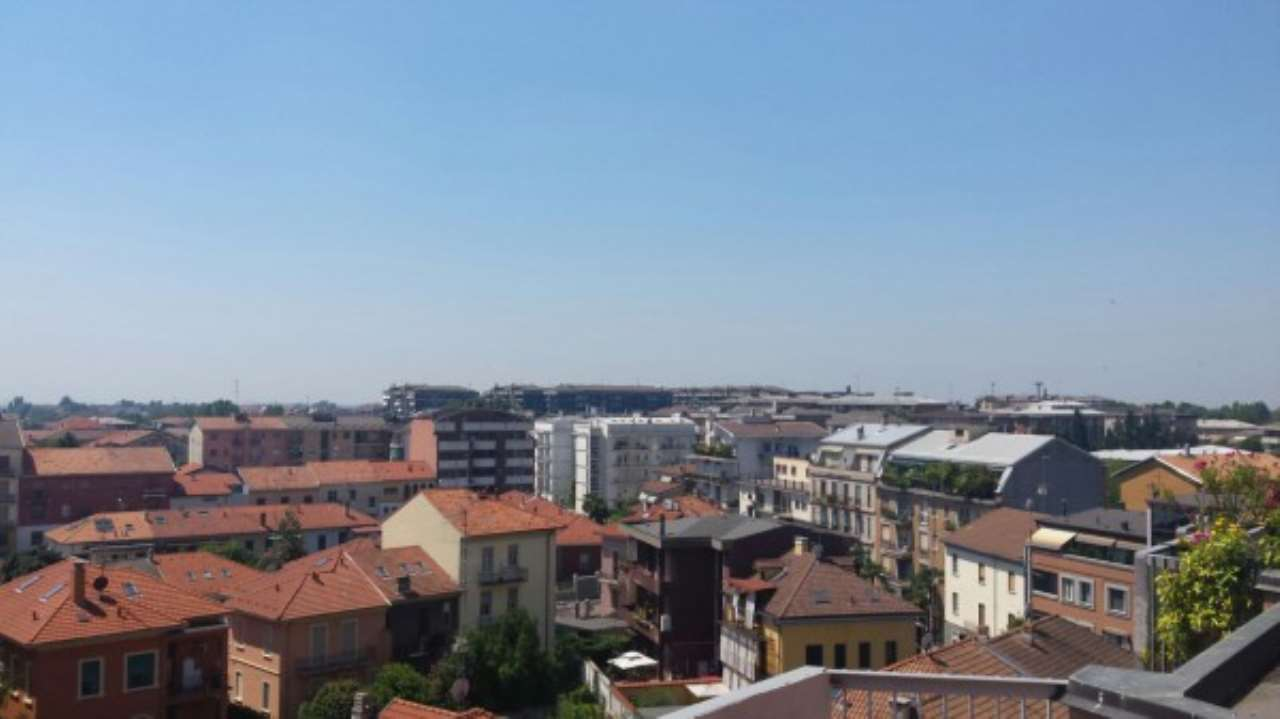 Attico / Mansarda in Affitto a Novara