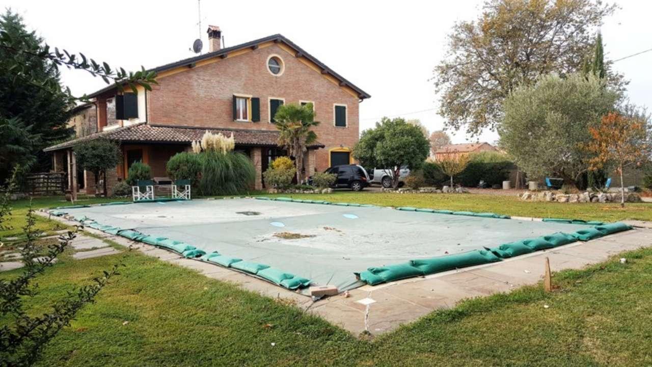 Villa in vendita a Castelfranco Emilia, 8 locali, prezzo € 650.000   CambioCasa.it