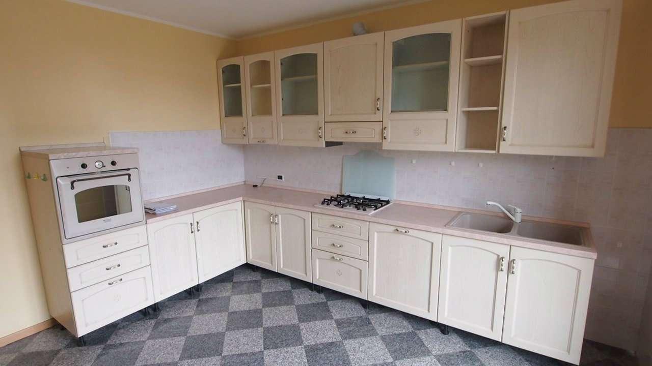 Appartamento in affitto a Colognola ai Colli, 7 locali, prezzo € 750 | CambioCasa.it