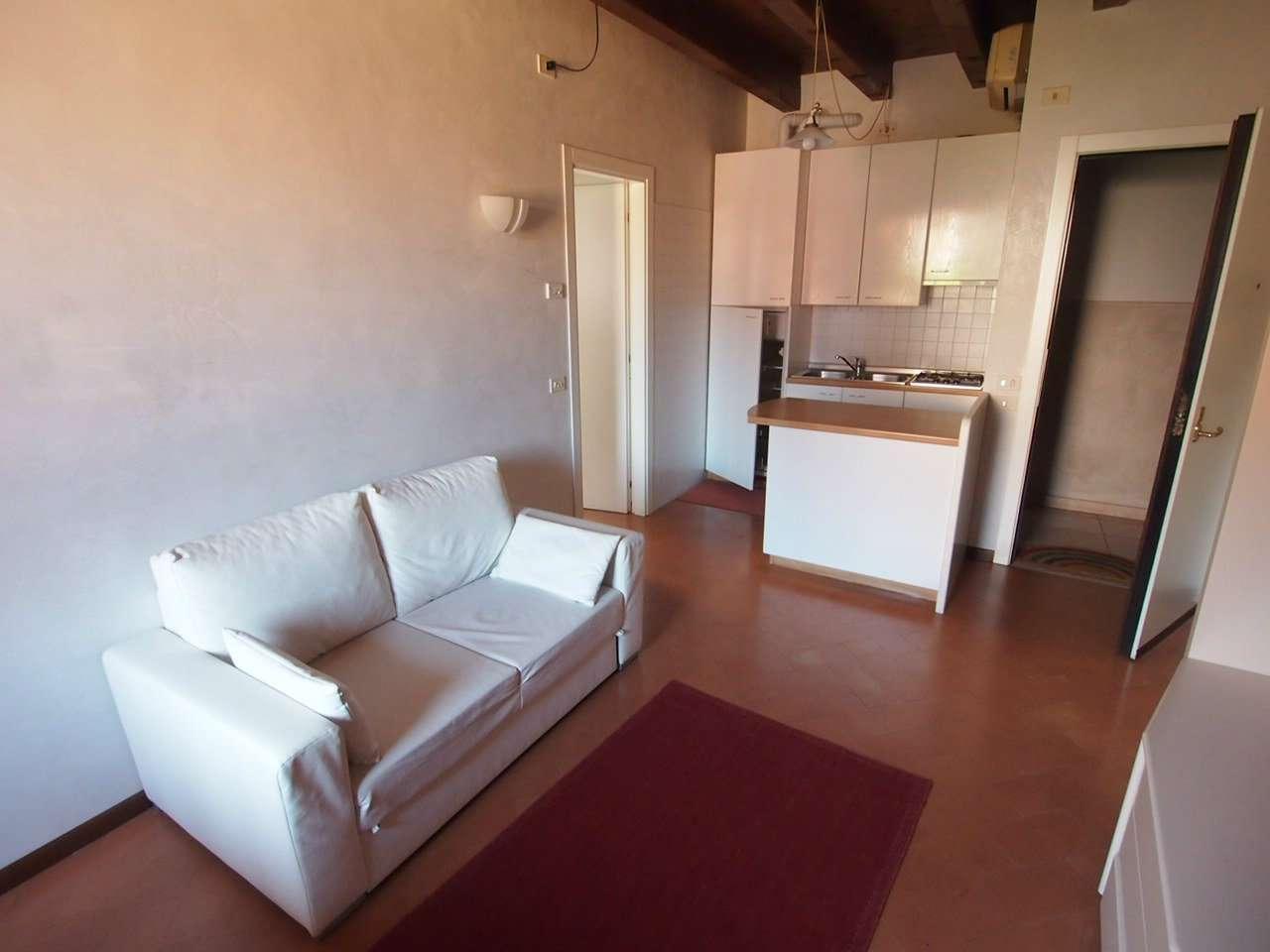 Appartamento in affitto a Verona, 2 locali, zona Zona: 1 . ZTL - Piazza Cittadella - San Zeno - Stadio, prezzo € 650 | CambioCasa.it