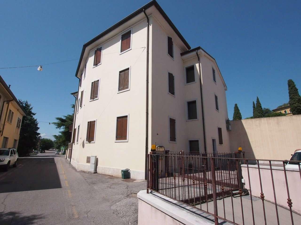 Appartamento in vendita a Sant'Ambrogio di Valpolicella, 2 locali, prezzo € 62.000   CambioCasa.it