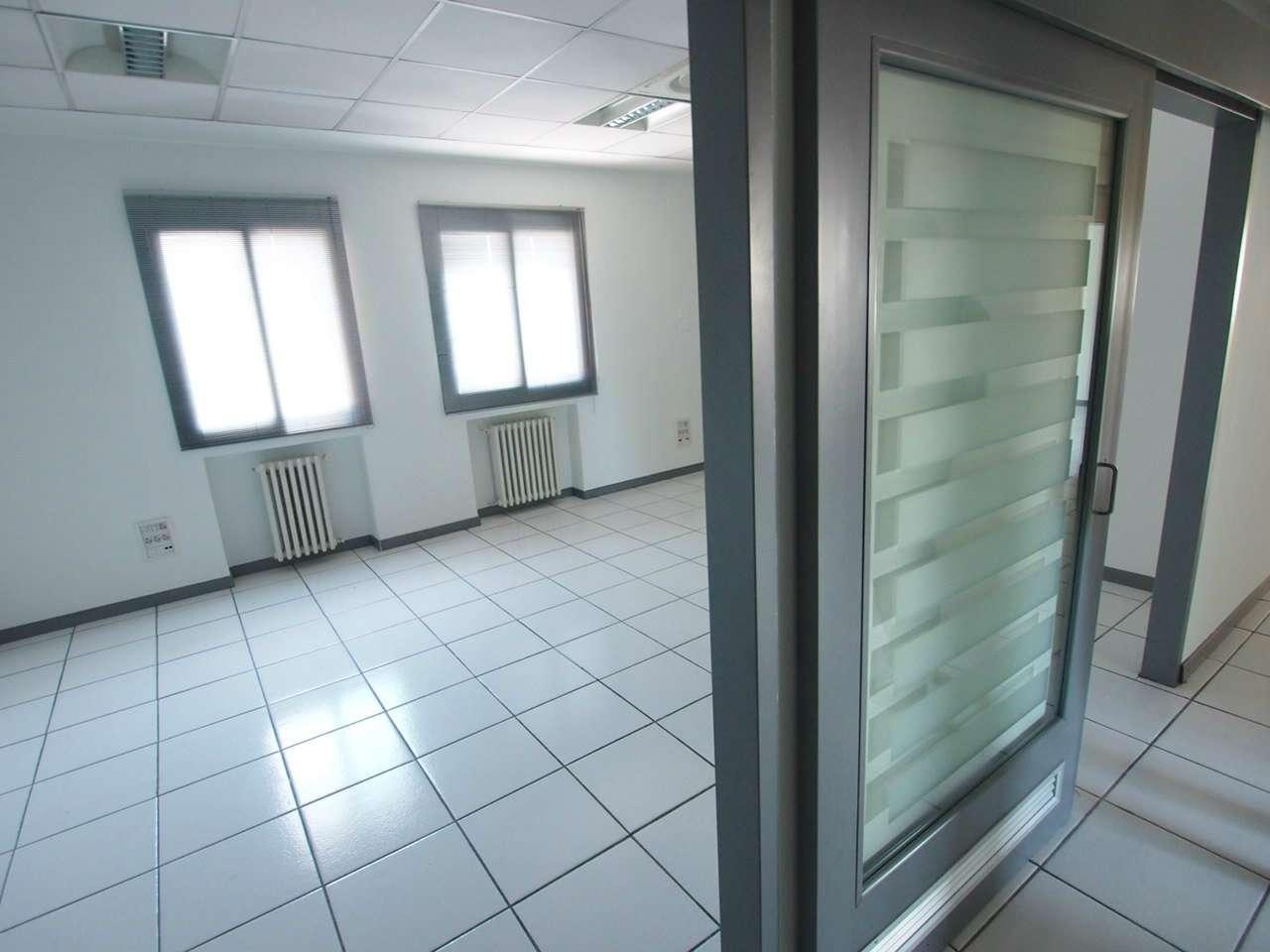 Ufficio / Studio in affitto a Verona, 9 locali, zona Zona: 10 . Borgo Roma - Ca' di David - Palazzina - Zai, prezzo € 4.000   CambioCasa.it