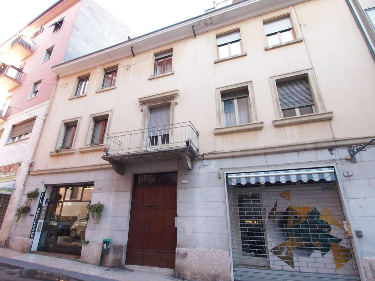 Appartamento in affitto a Verona, 4 locali, zona Zona: 1 . ZTL - Piazza Cittadella - San Zeno - Stadio, prezzo € 1.100 | CambioCasa.it