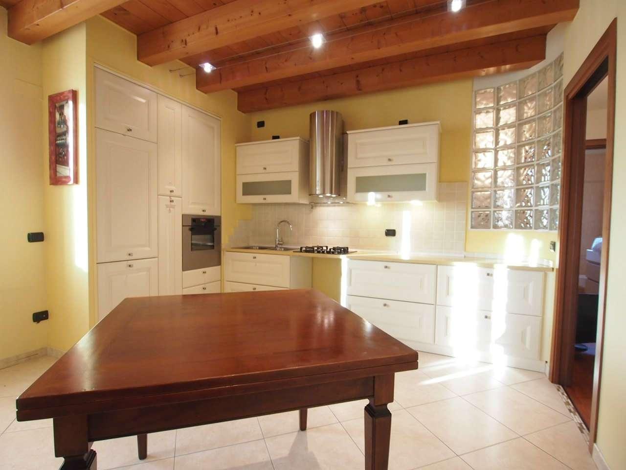Appartamento in affitto a Verona, 4 locali, zona Zona: 6 . Borgo Trieste - Borgo Venezia, prezzo € 1.200 | CambioCasa.it