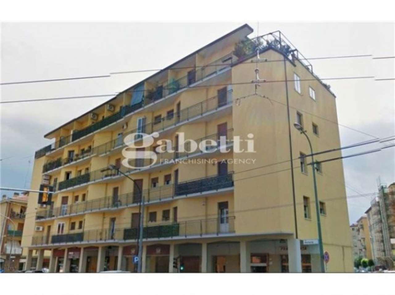 Appartamento in vendita 4 vani 130 mq.  via Bellaria Bologna