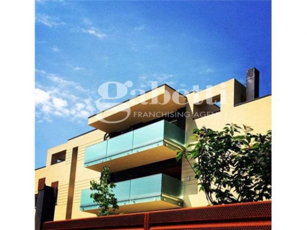 Appartamento in vendita 3 vani 87 mq.  viale Felsina Bologna