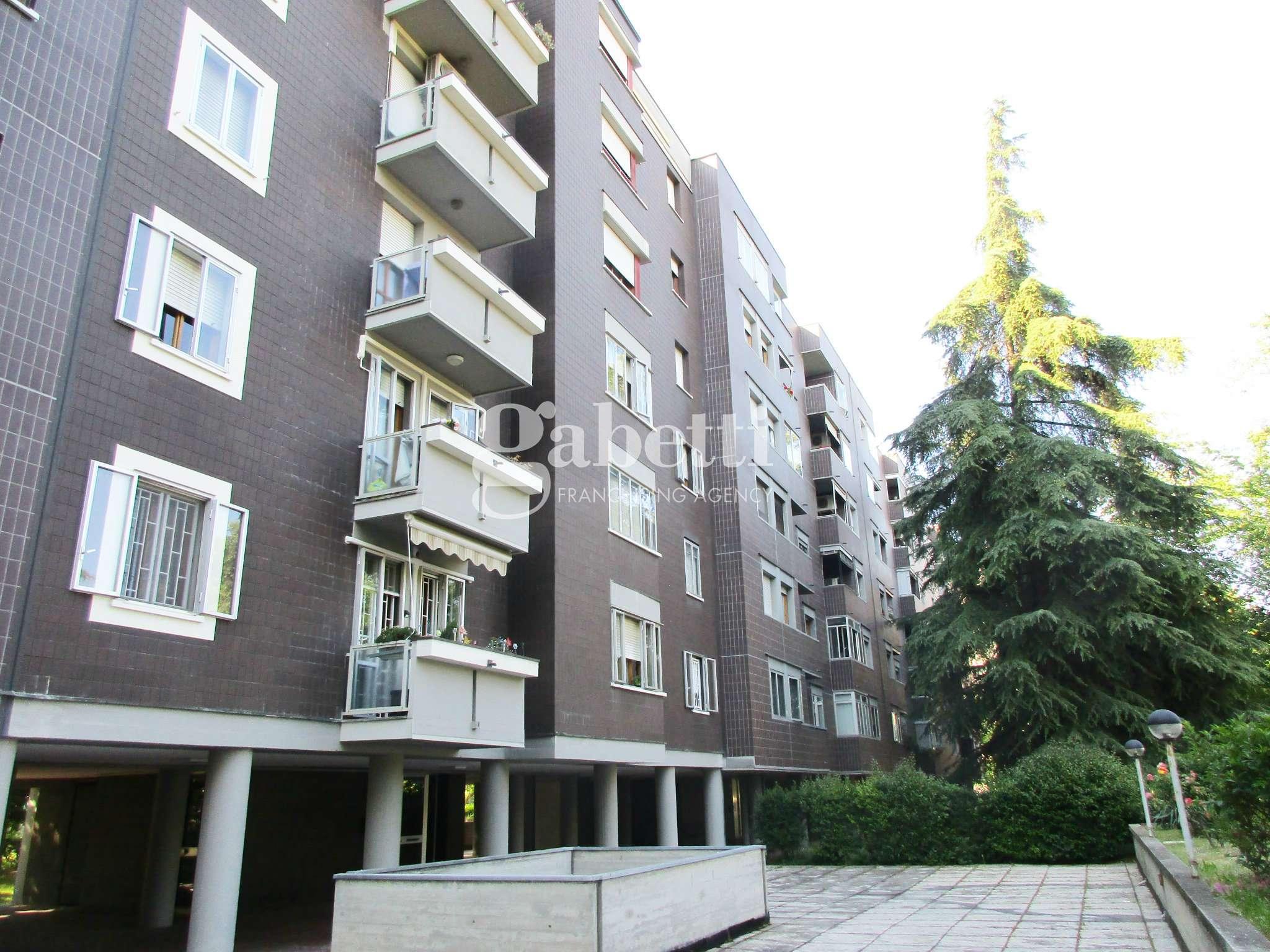 Appartamento in vendita 5 vani 110 mq.  via Misa Bologna