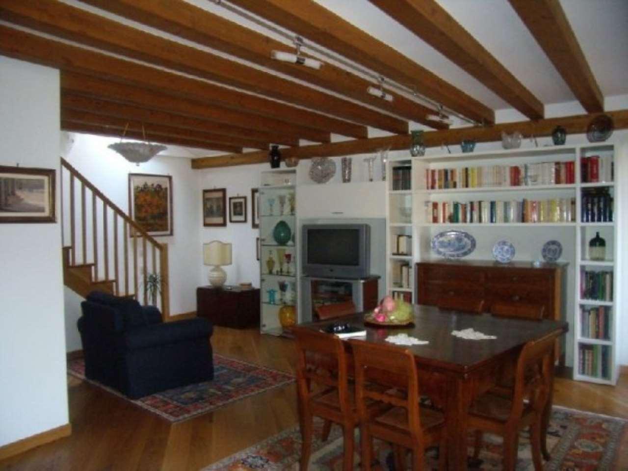 Appartamento in vendita a Venezia, 5 locali, zona Zona: 2 . Santa Croce, prezzo € 800.000   Cambio Casa.it