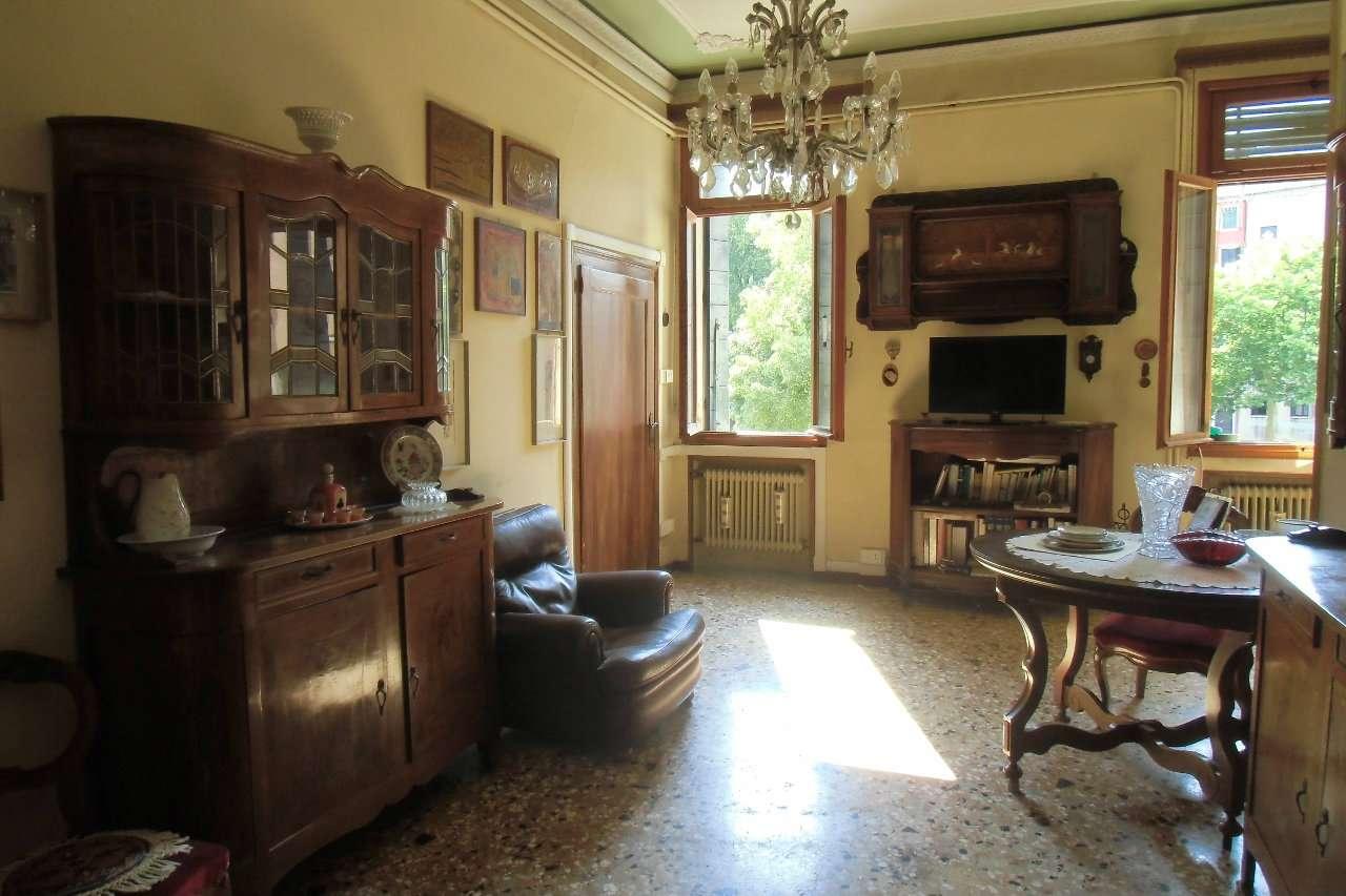 Appartamento in vendita a Venezia, 5 locali, zona Zona: 3 . Cannaregio, prezzo € 590.000 | CambioCasa.it