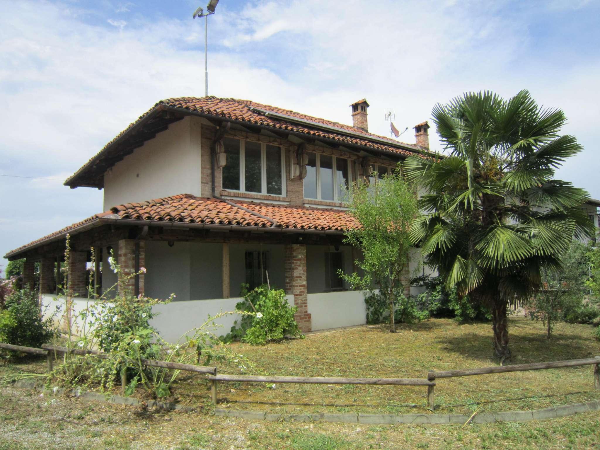 Rustico / Casale in vendita a Cherasco, 8 locali, prezzo € 360.000 | CambioCasa.it