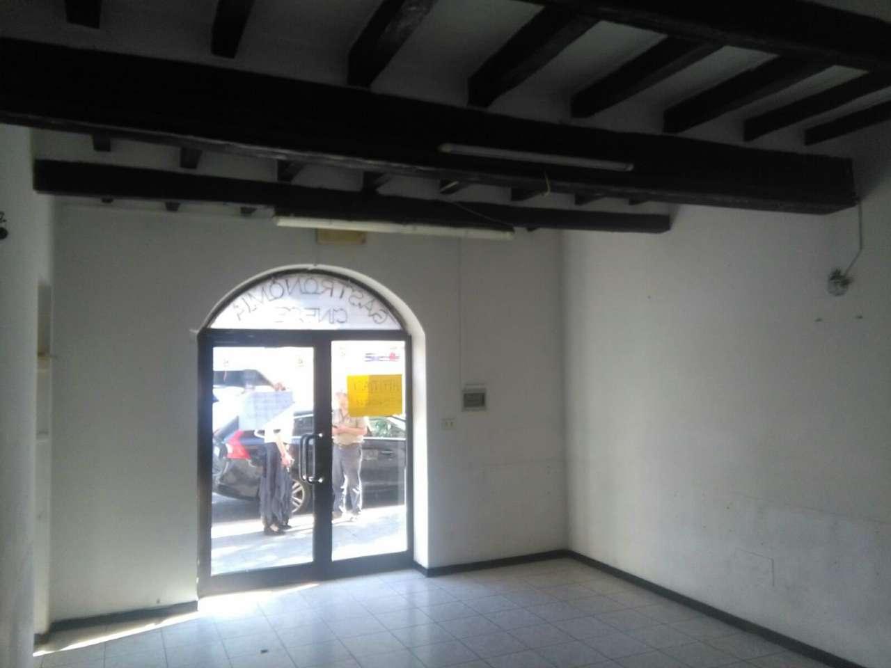 Negozio / Locale in affitto a Piacenza, 2 locali, prezzo € 500 | CambioCasa.it