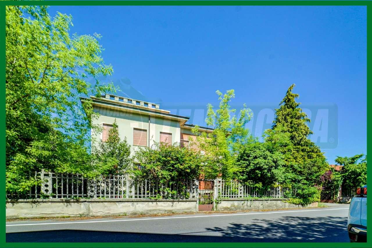 Villa in vendita a Cassano Magnago, 6 locali, prezzo € 560.000 | CambioCasa.it