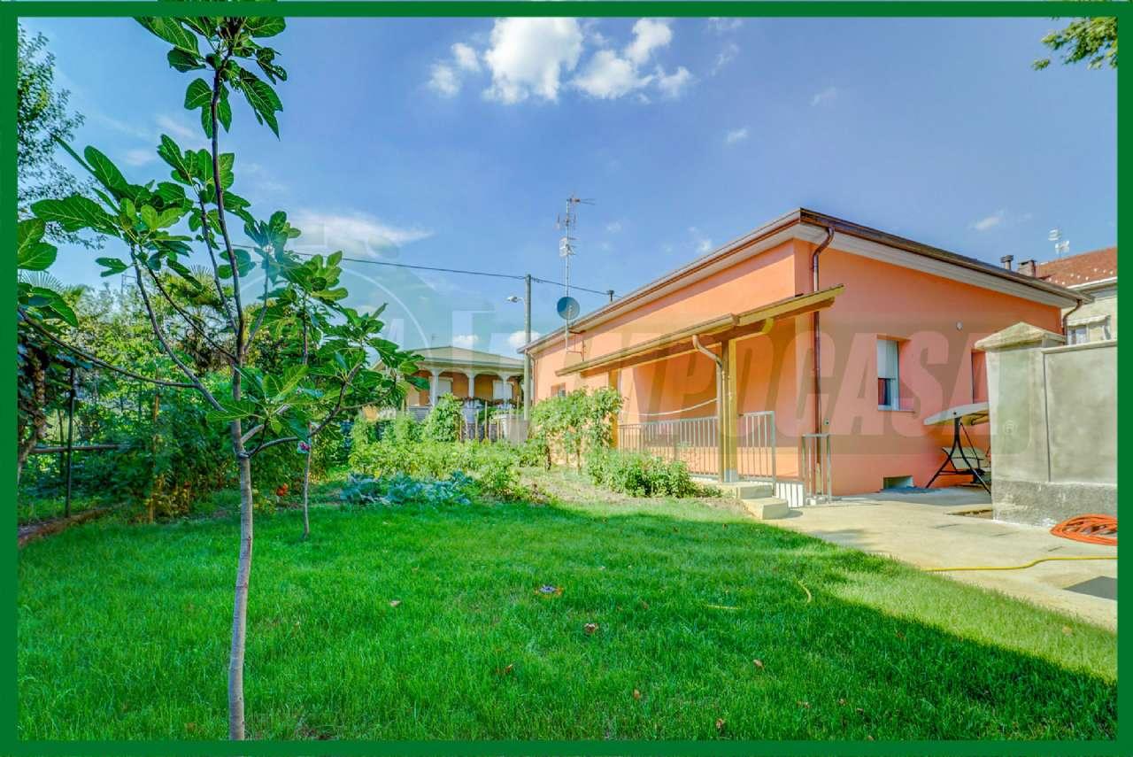 Villa in vendita a Cassano Magnago, 4 locali, prezzo € 399.000 | CambioCasa.it