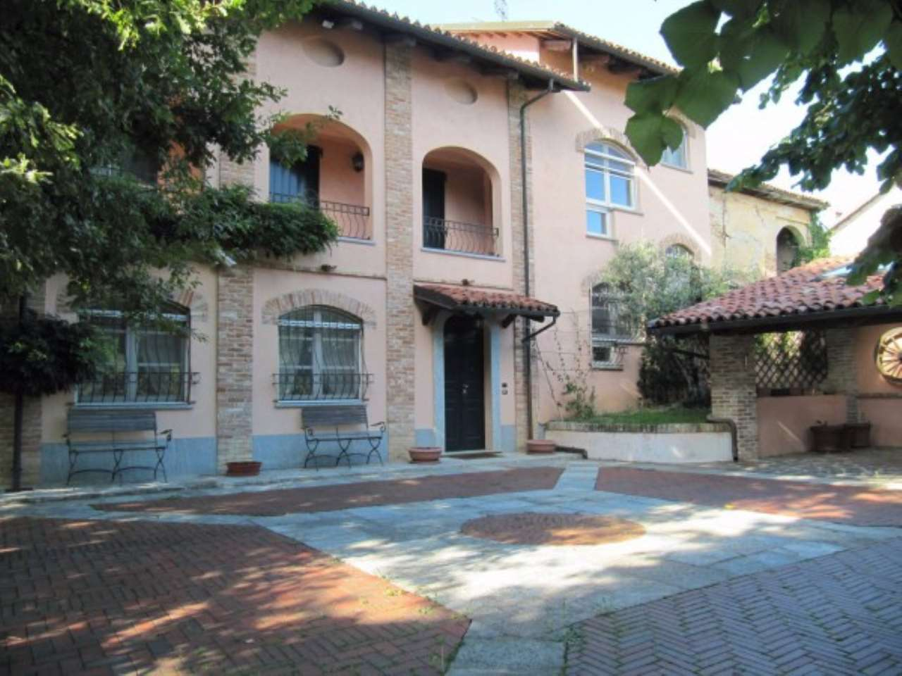 Rustico / Casale in vendita a La Morra, 6 locali, prezzo € 700.000   Cambio Casa.it