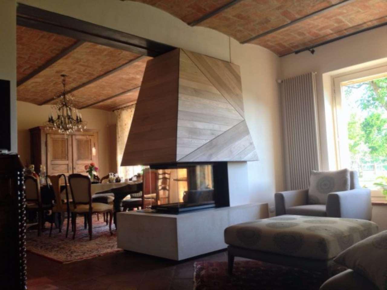 Rustico / Casale in vendita a La Morra, 6 locali, Trattative riservate | Cambio Casa.it