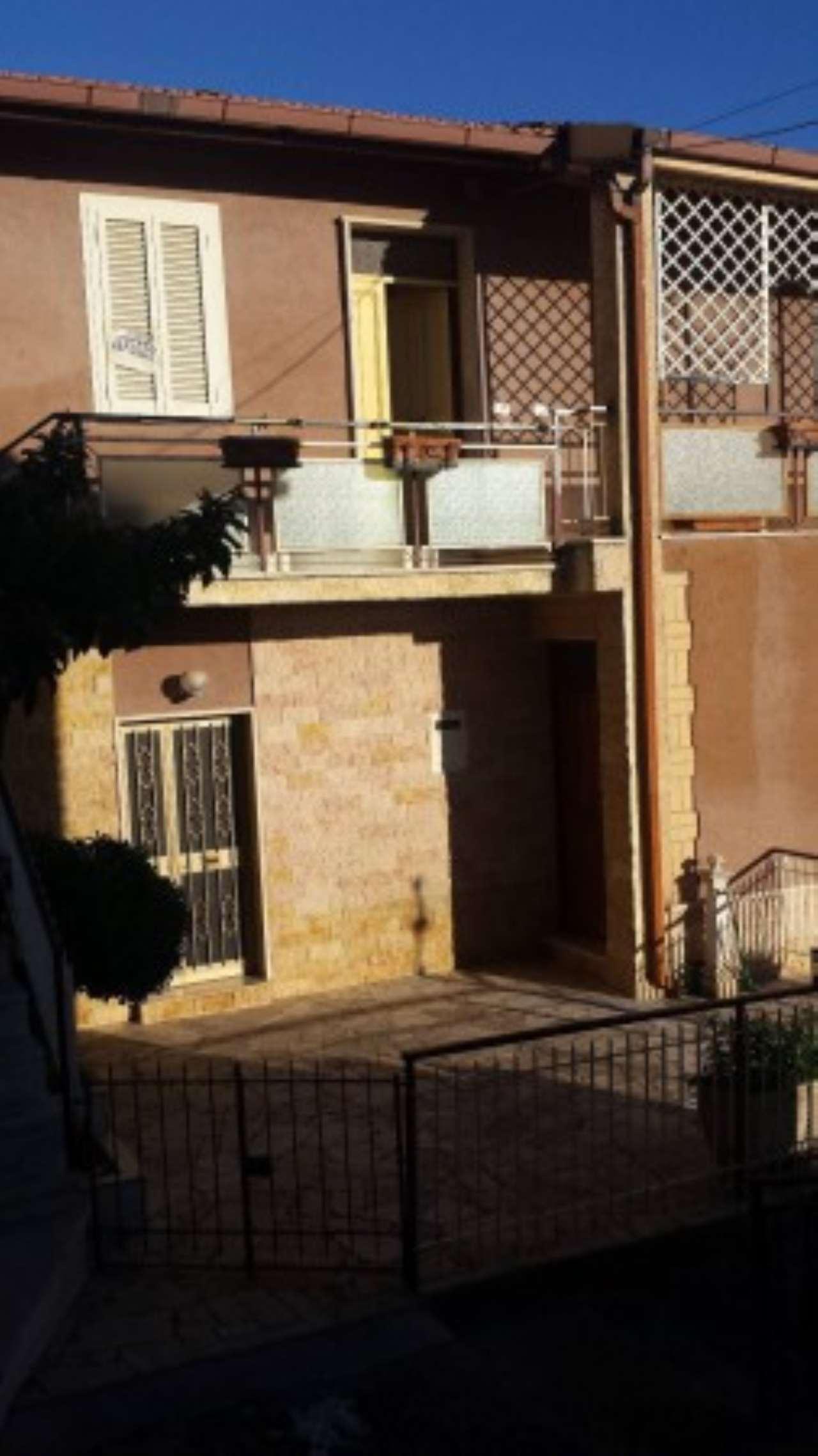 Soluzione Indipendente in vendita a Fara in Sabina, 5 locali, prezzo € 160.000 | Cambio Casa.it