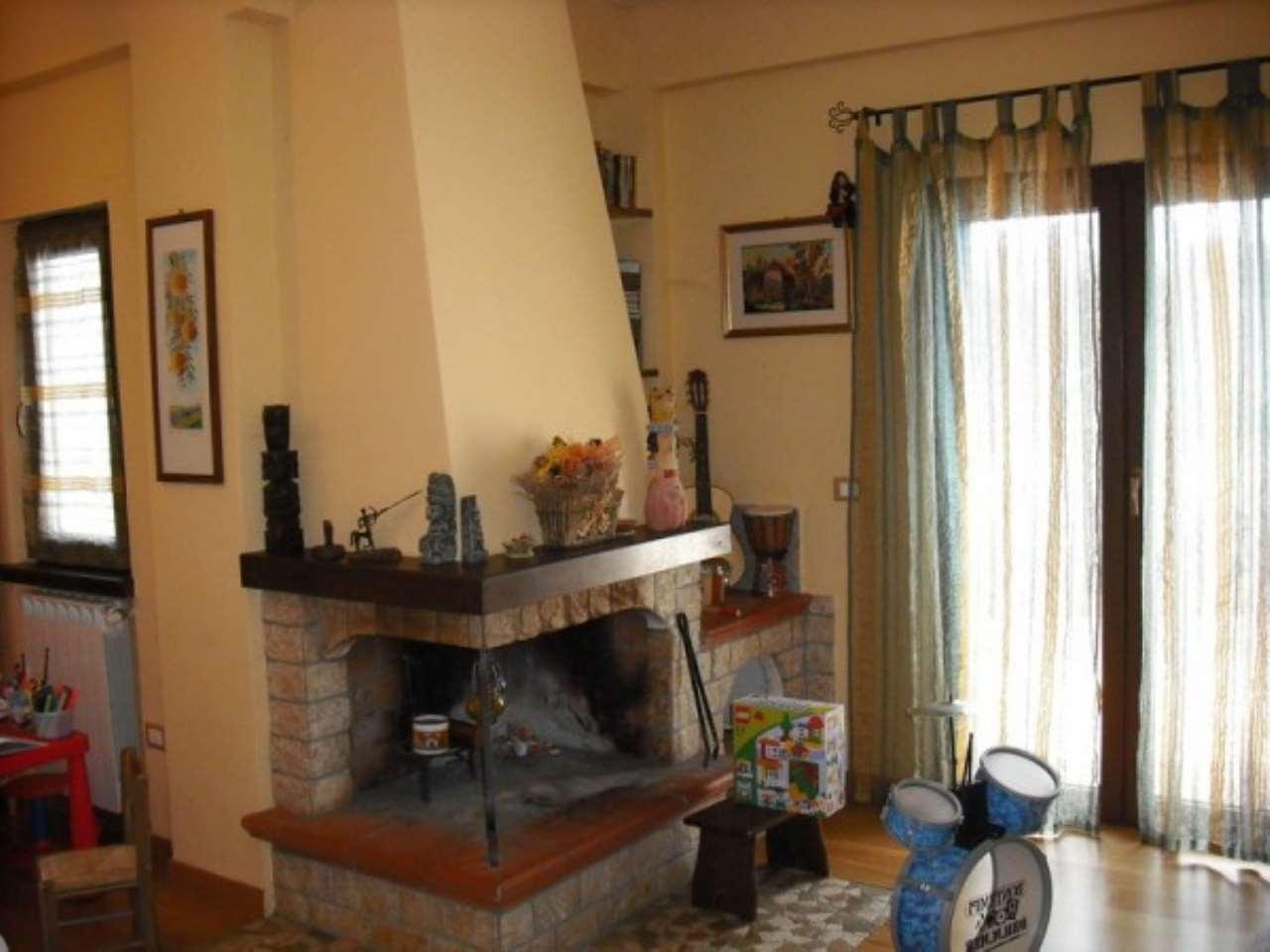Villa in vendita a Scandriglia, 4 locali, prezzo € 150.000   Cambio Casa.it