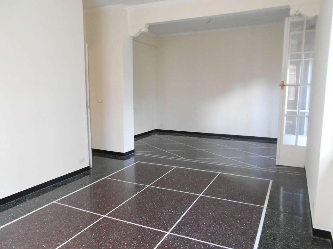 Appartamento in affitto a Genova, 9 locali, prezzo € 750 | CambioCasa.it