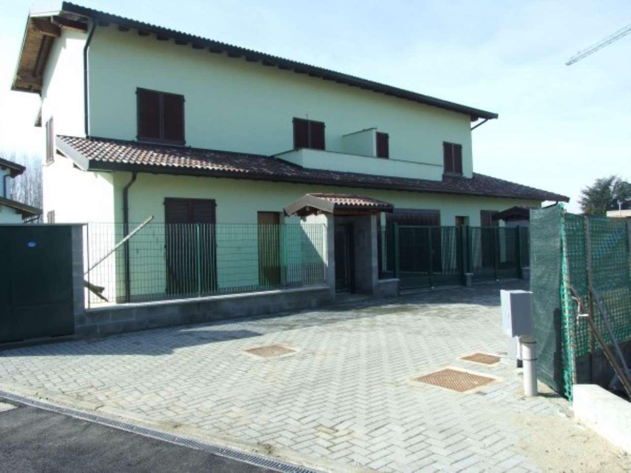 Villa in vendita a Robbio, 5 locali, prezzo € 162.000 | Cambio Casa.it