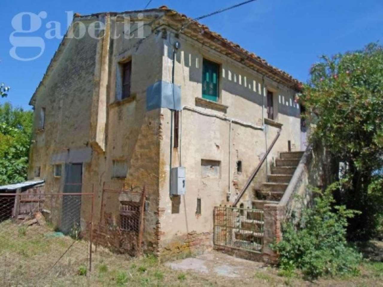 Rustico / Casale in vendita a Ostra Vetere, 6 locali, prezzo € 160.000 | CambioCasa.it