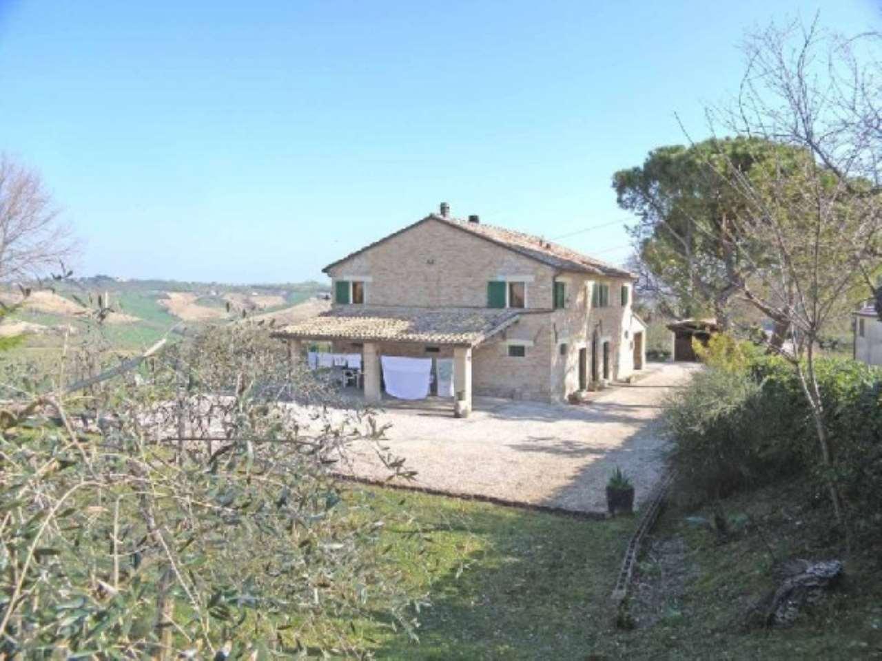 Rustico / Casale in vendita a Senigallia, 6 locali, prezzo € 390.000 | CambioCasa.it