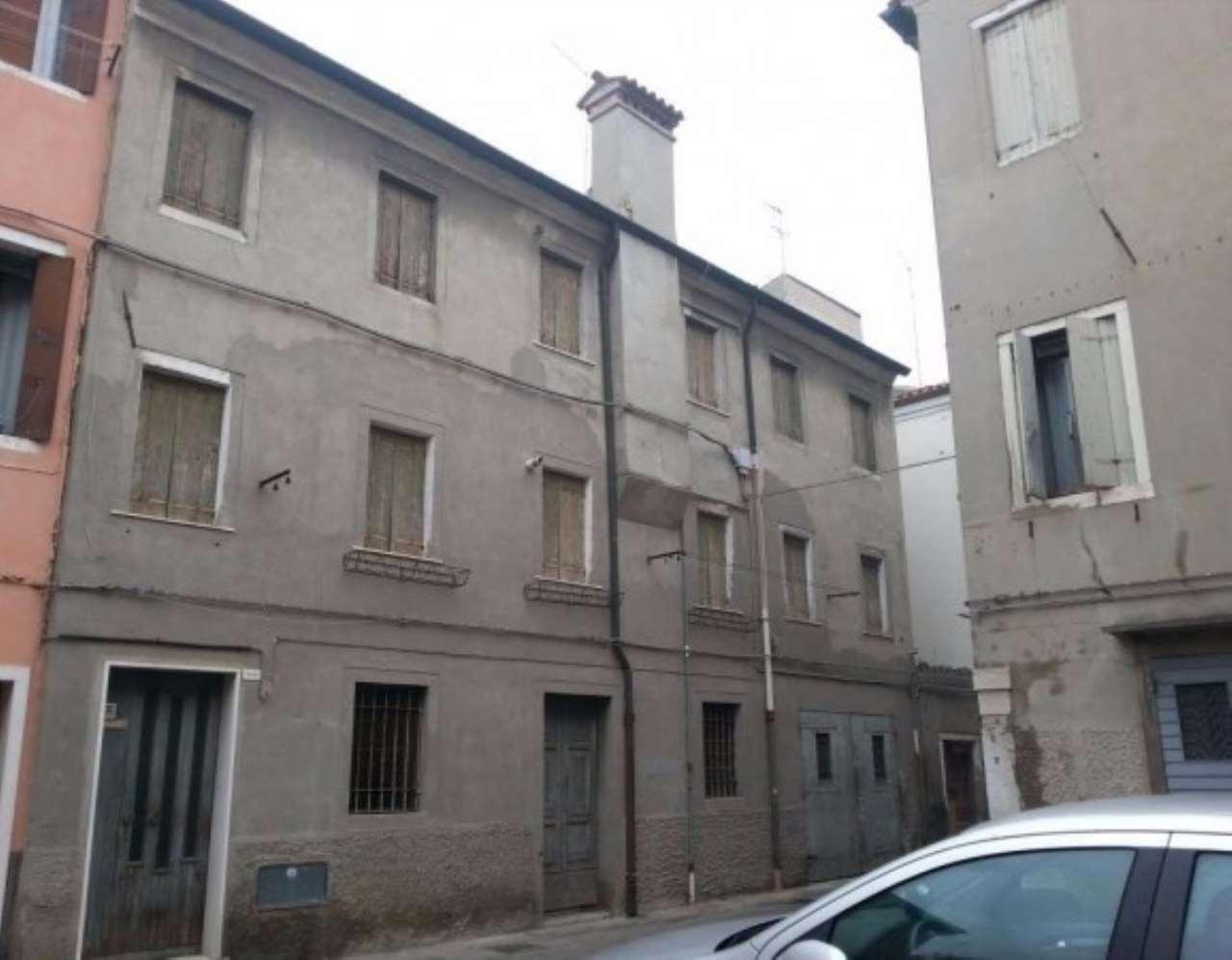 Palazzo / Stabile in Vendita a Chioggia