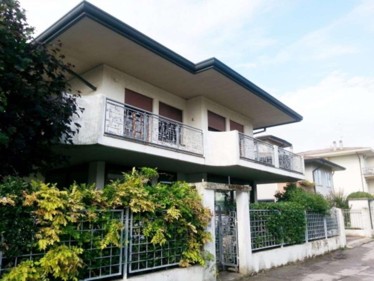 Villa in vendita a Chioggia, 6 locali, Trattative riservate | CambioCasa.it