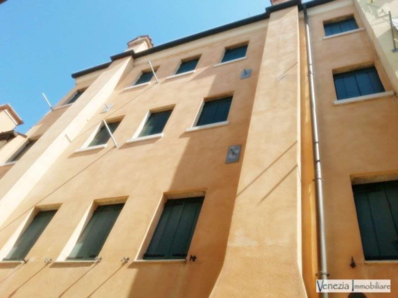 Palazzo / Stabile in vendita a Chioggia, 6 locali, prezzo € 320.000 | Cambio Casa.it
