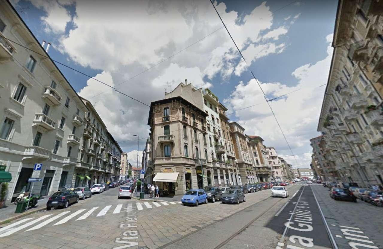 Appartamento in vendita 3 vani 90 mq.  via VENINI 31 Milano