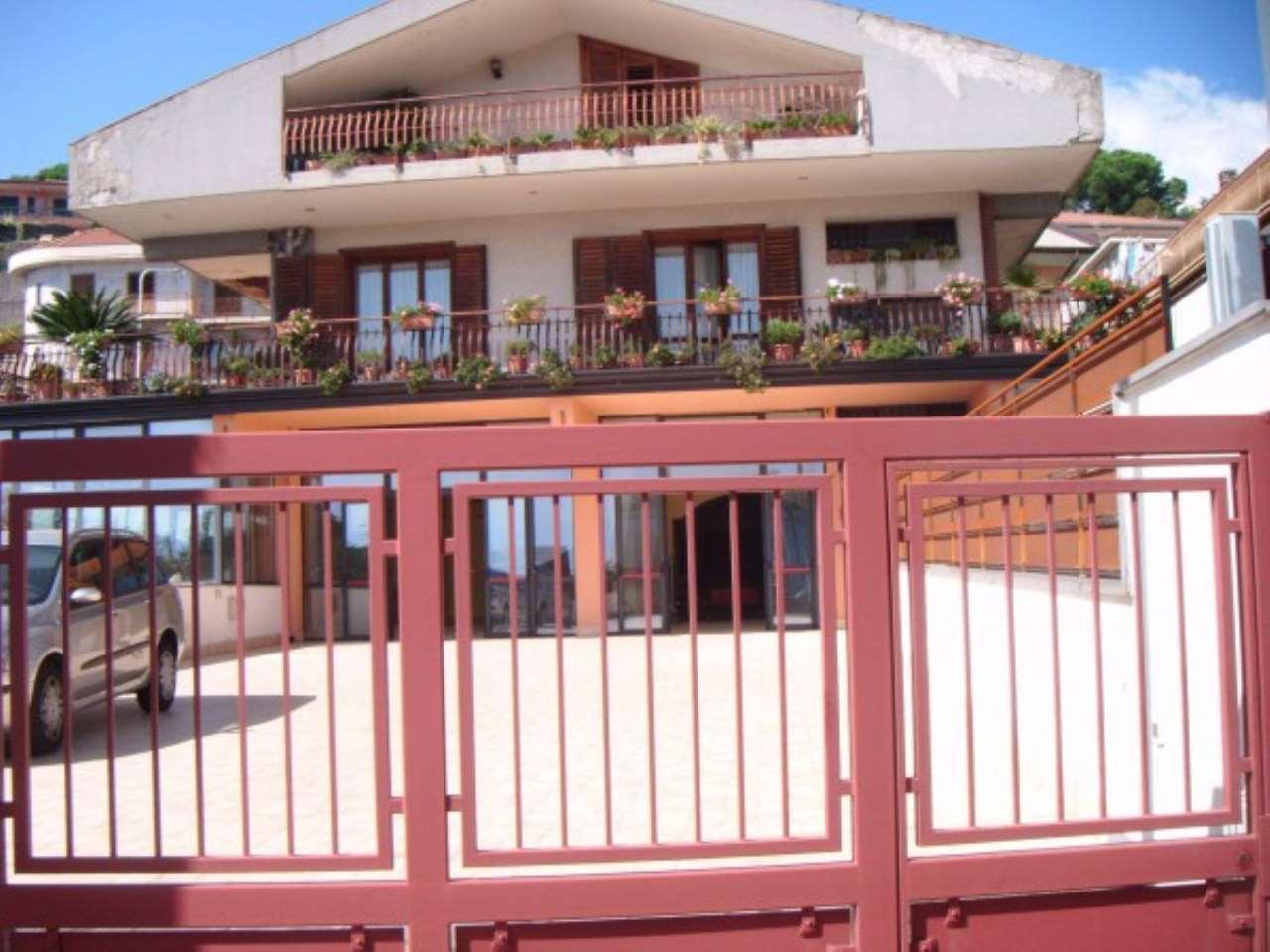 Negozio / Locale in affitto a Trecastagni, 3 locali, prezzo € 1.600 | CambioCasa.it