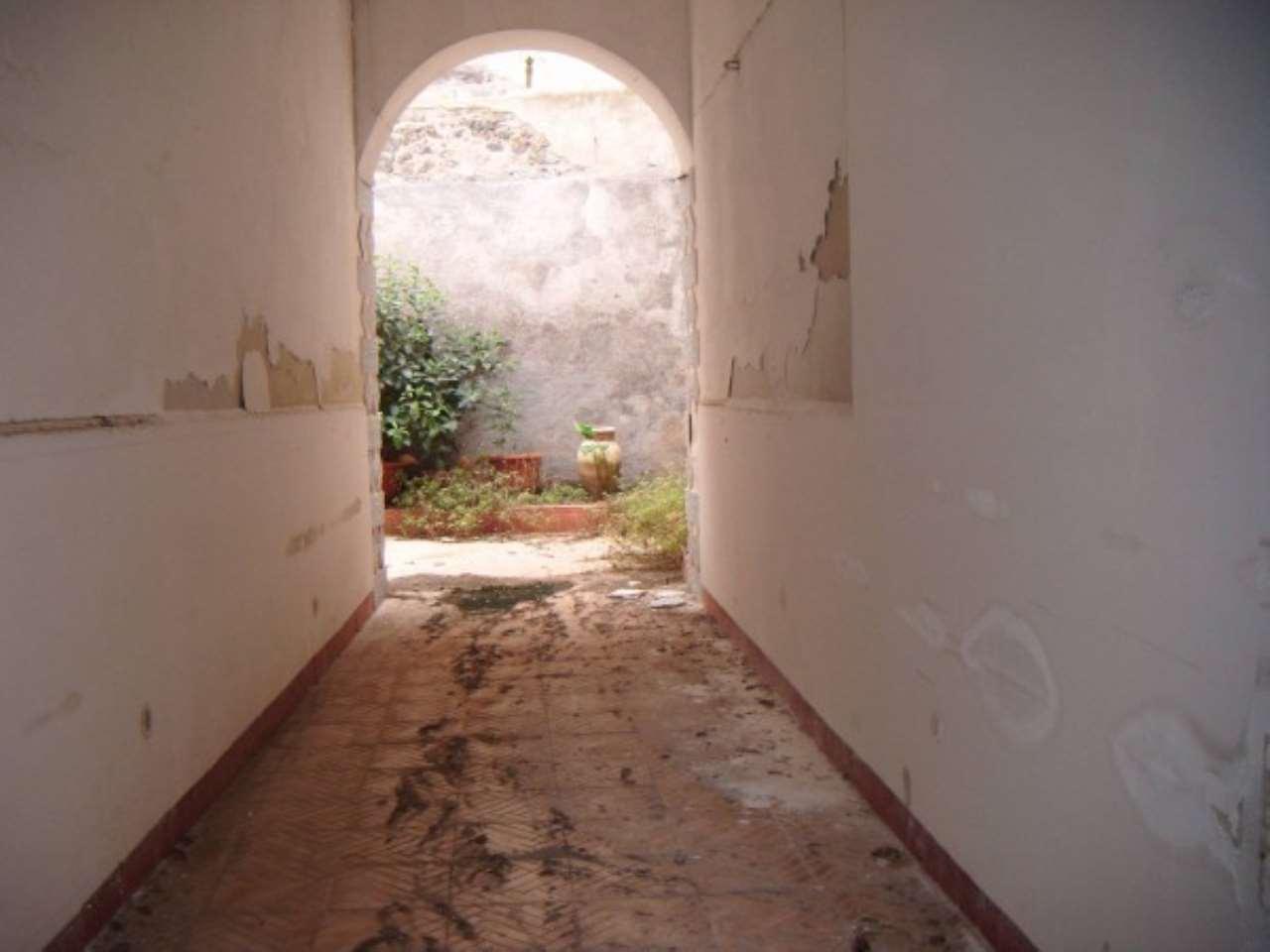 Appartamento in vendita a Paternò, 2 locali, prezzo € 60.000   CambioCasa.it