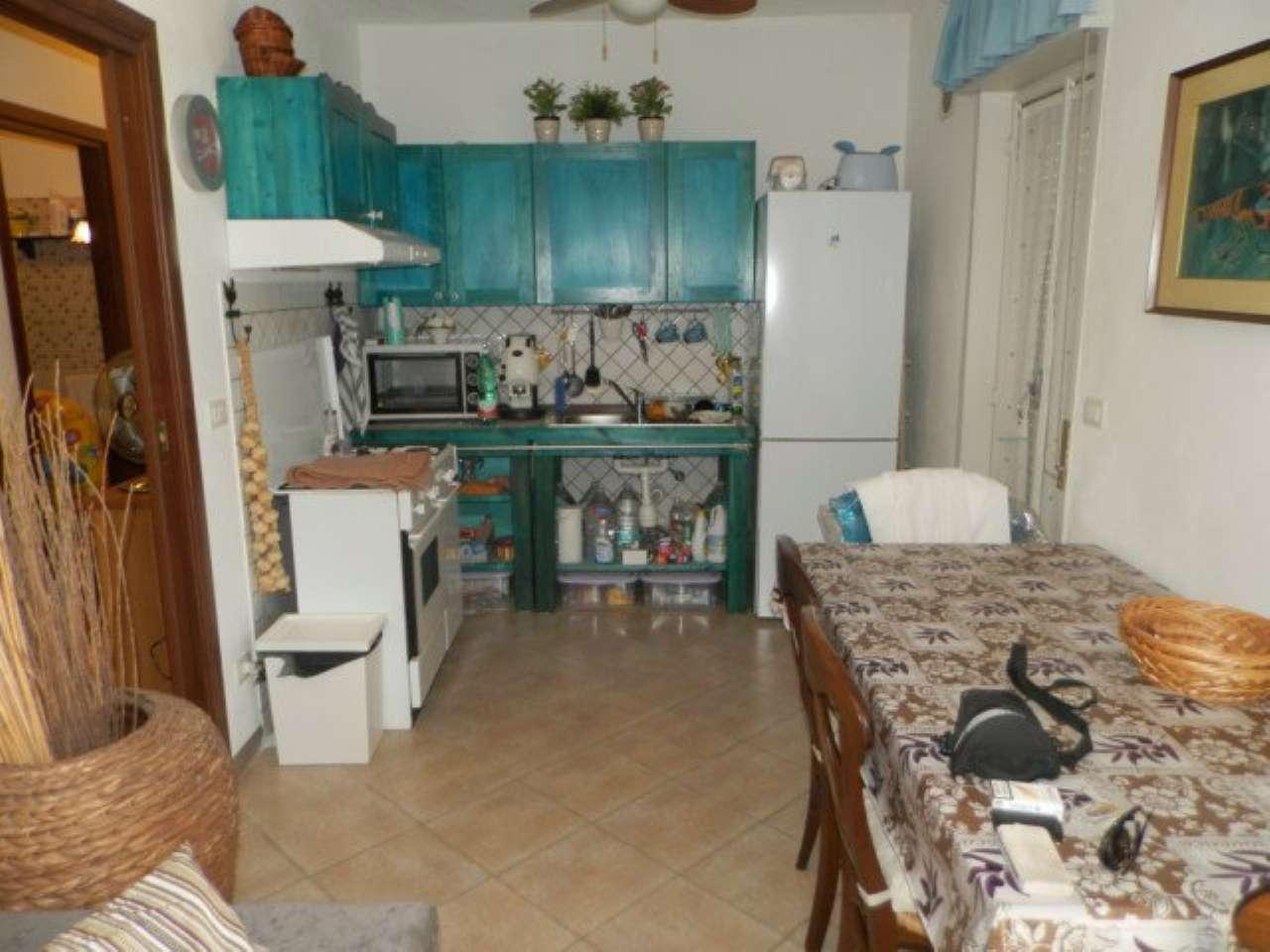 Villa in vendita a Catania, 6 locali, prezzo € 112.000 | Cambio Casa.it