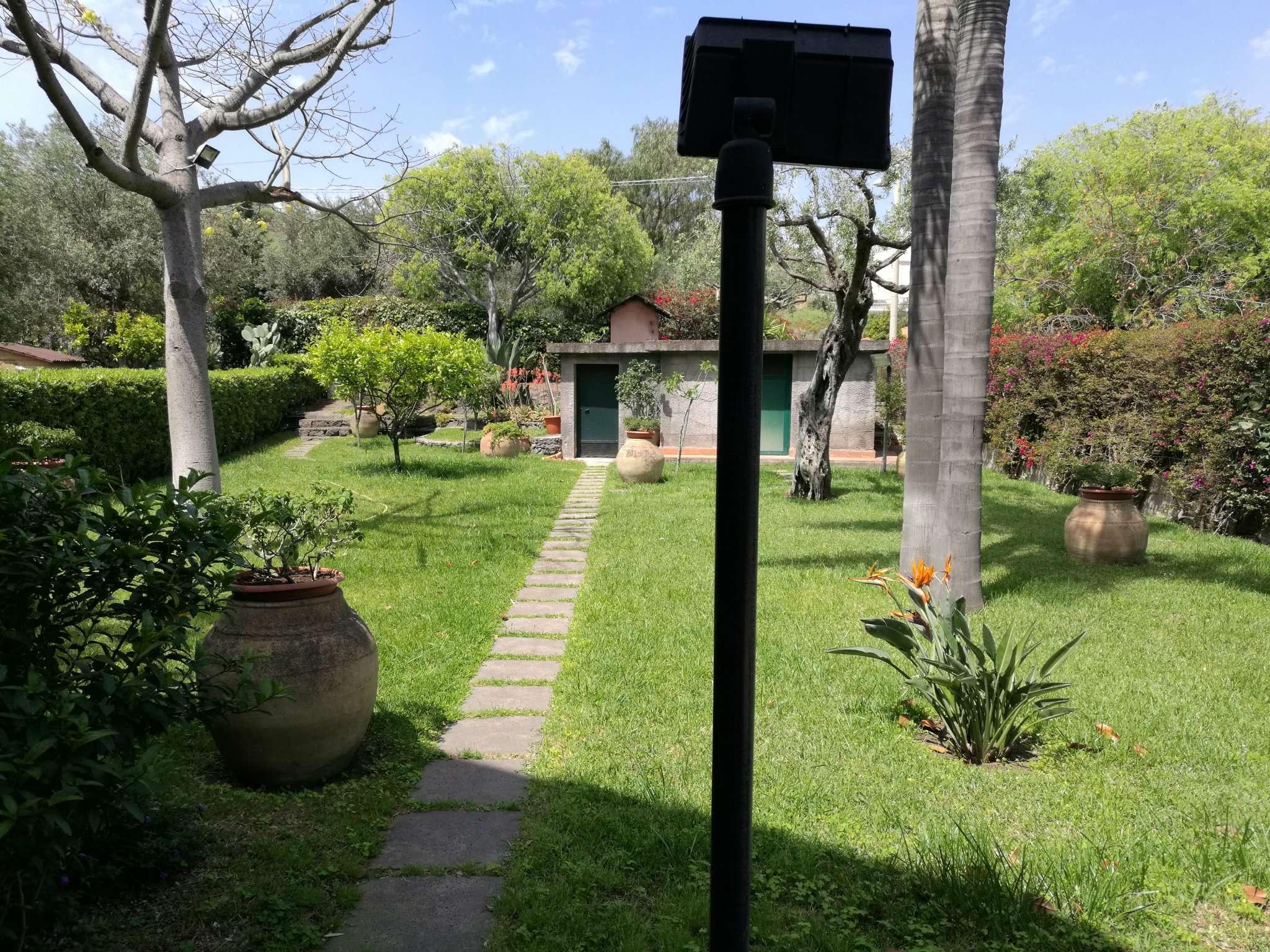 Villa in vendita a Aci Castello, 9999 locali, Trattative riservate | CambioCasa.it