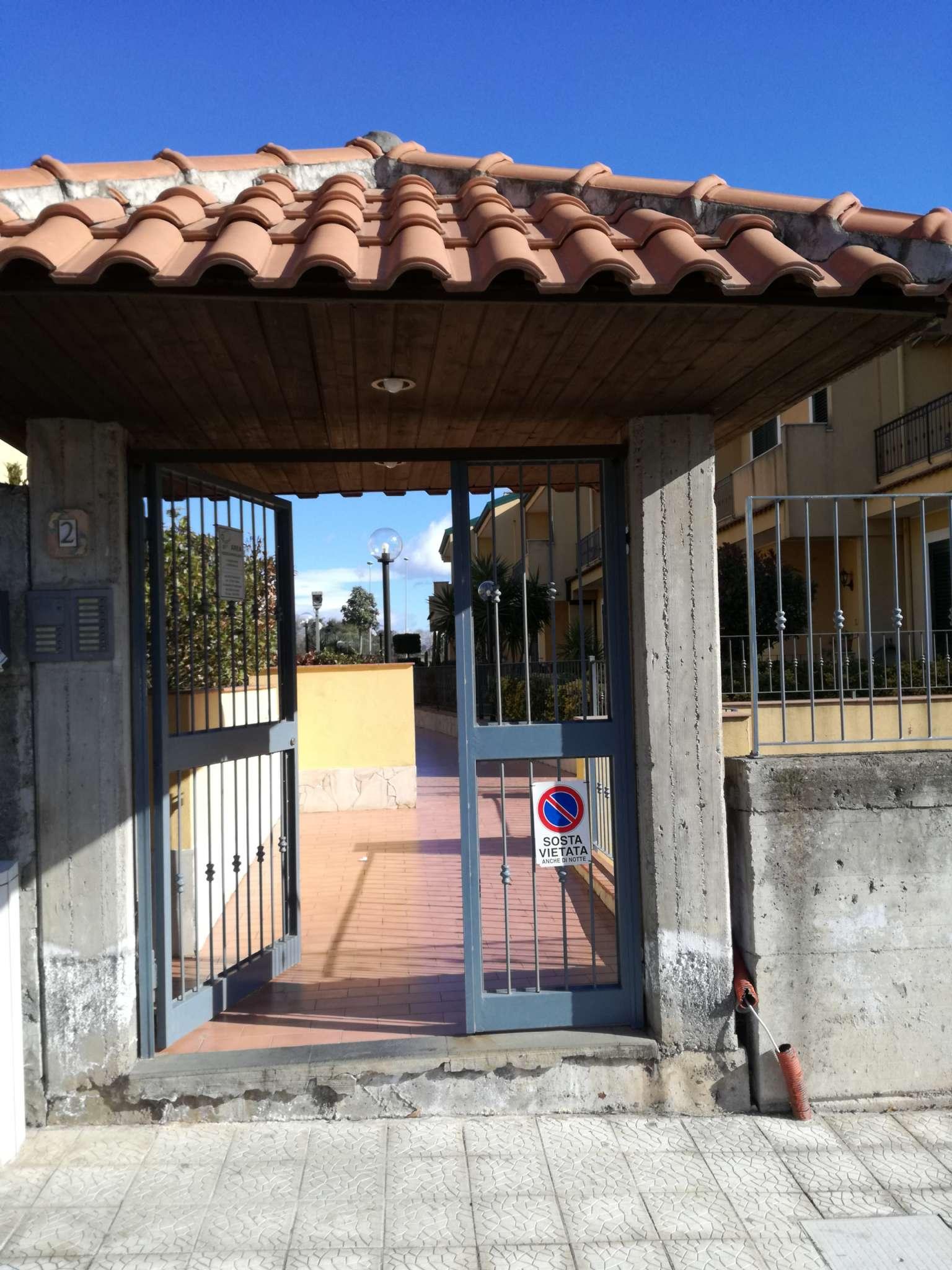 Villa in vendita a Tremestieri Etneo, 8 locali, prezzo € 250.000 | Cambio Casa.it