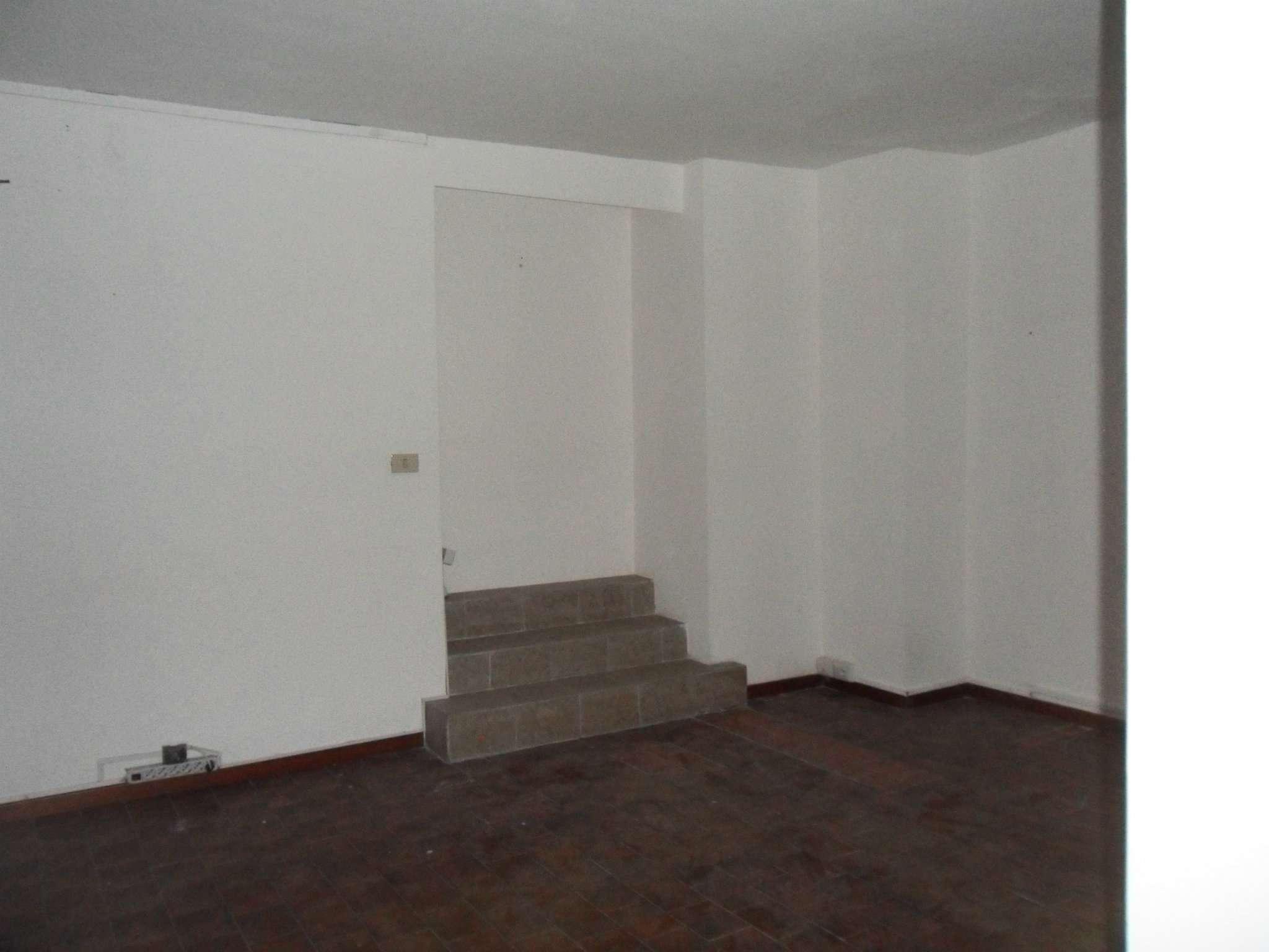 Negozio / Locale in affitto a Catania, 2 locali, prezzo € 600 | CambioCasa.it