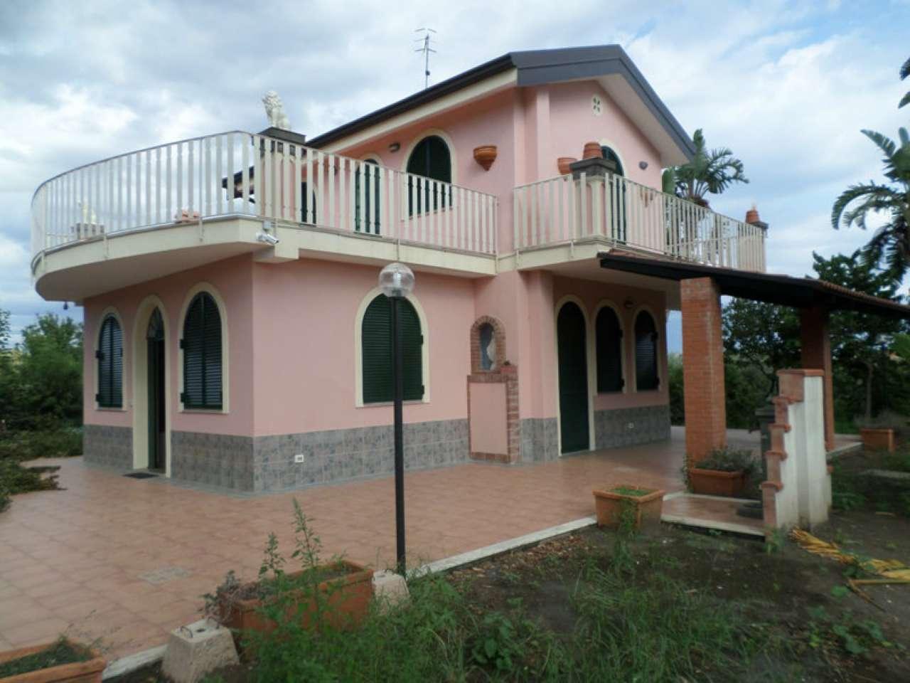Casa fiumefreddo di sicilia appartamenti e case in for Appartamenti sicilia