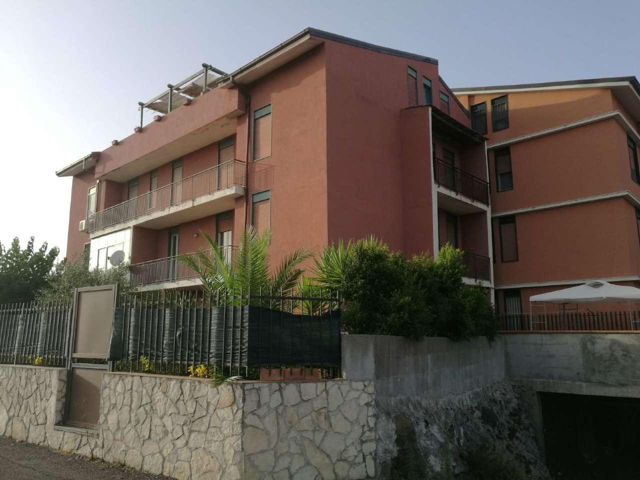 Appartamento in vendita a Mascalucia, 6 locali, prezzo € 140.000 | CambioCasa.it
