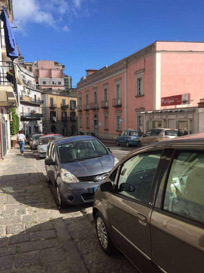 Negozio / Locale in vendita a Pozzuoli, 1 locali, prezzo € 430 | CambioCasa.it