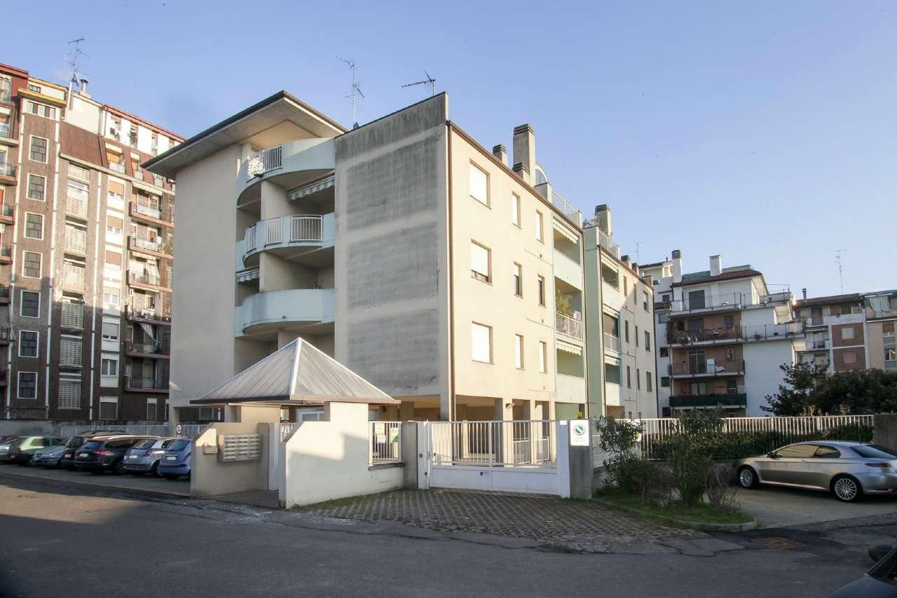 Appartamento in vendita a Baranzate, 3 locali, prezzo € 159.000 | CambioCasa.it