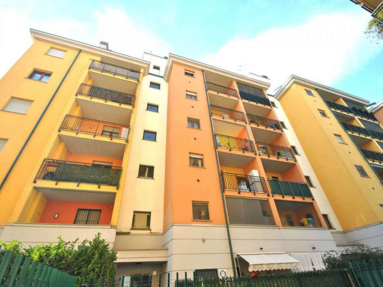 Appartamento in vendita 4 vani 150 mq.  via Carlo Parea Milano