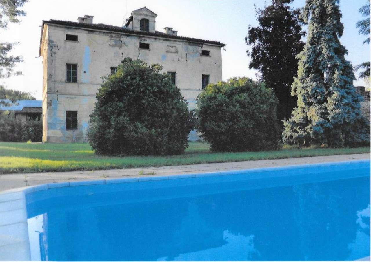 Rustico / Casale in vendita a Centallo, 10 locali, prezzo € 380.000 | CambioCasa.it