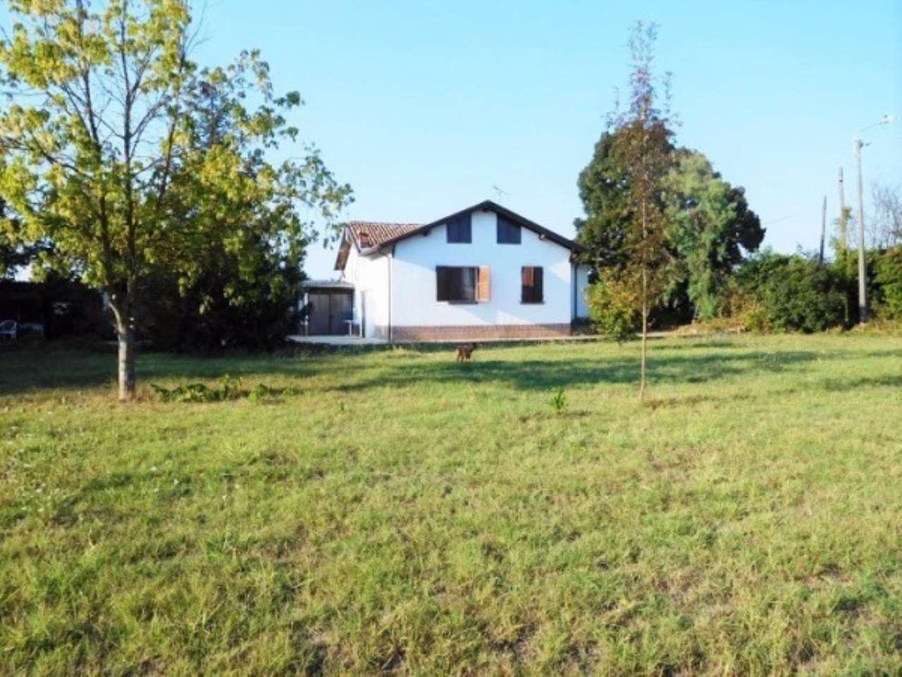 Villa in vendita a Casteggio, 3 locali, prezzo € 150.000 | Cambio Casa.it