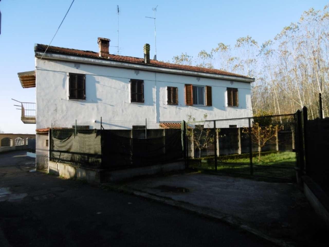 Appartamento in vendita a Besate, 2 locali, prezzo € 68.000   CambioCasa.it