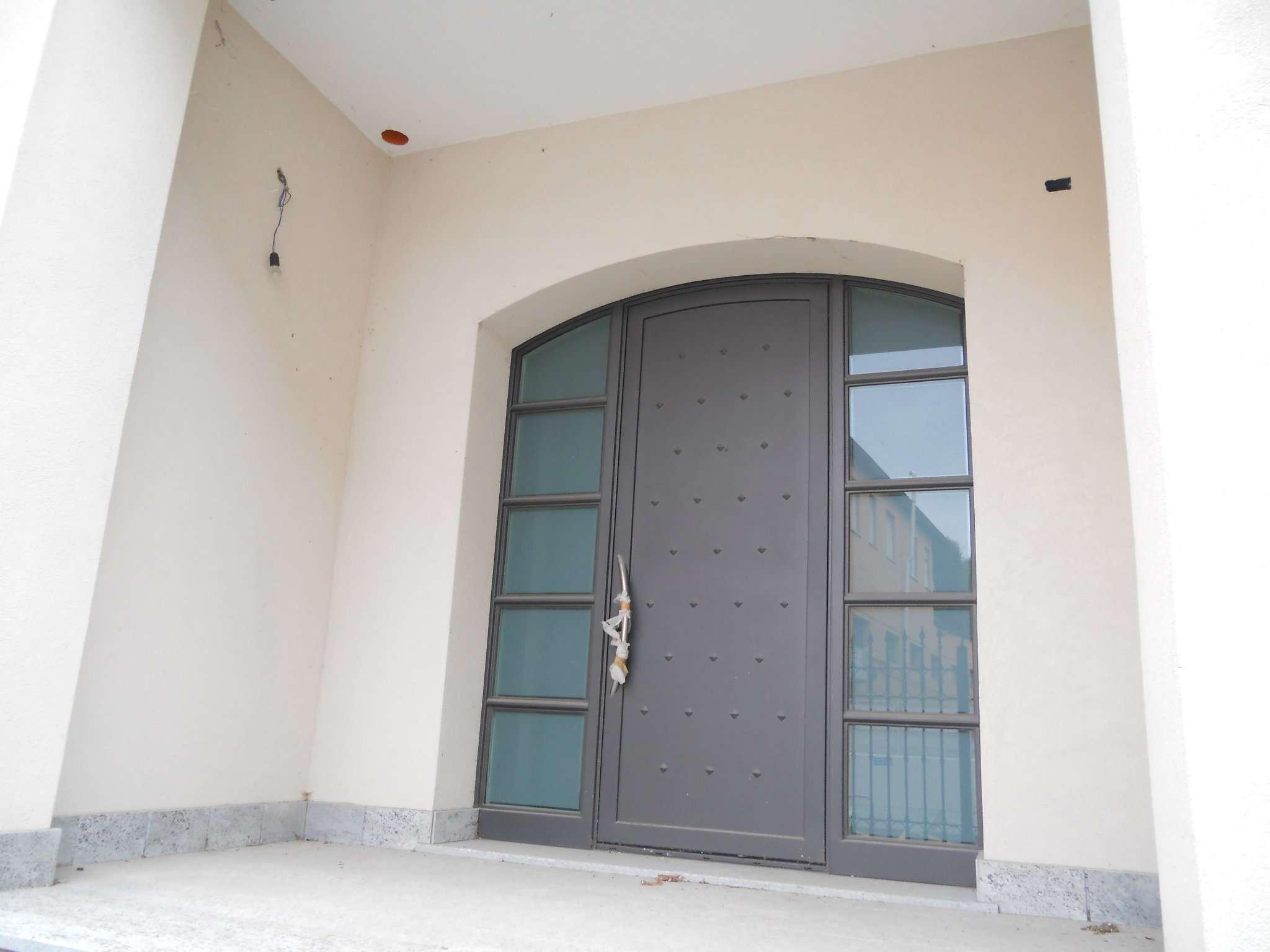 Soluzione Indipendente in vendita a Lodi, 5 locali, prezzo € 900.000   CambioCasa.it
